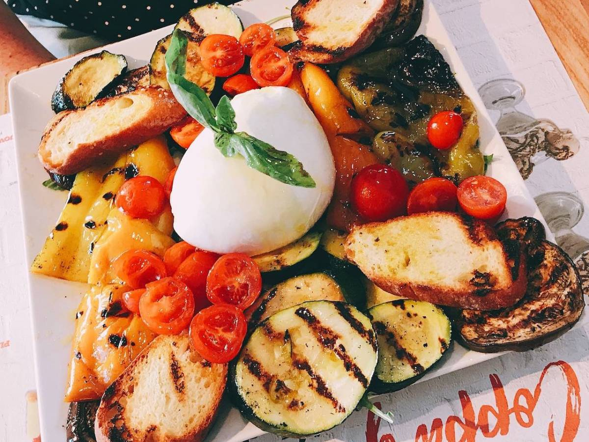 Vegetarian platter with mozzarella
